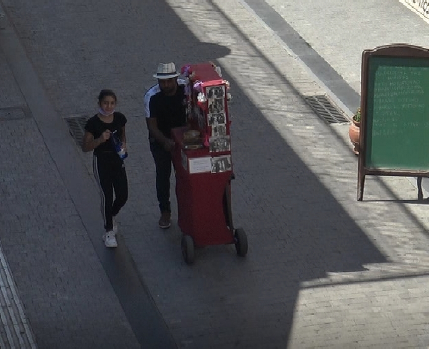 Μια λατέρνα στους δρόμους της Τρίπολης (vid)